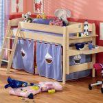 Детская кровать с местом для игр