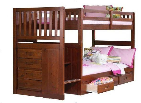 Кровать из массива дерева с лестницей