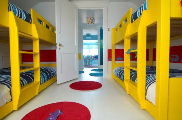 Двухъярусные кровати для нескольких детей