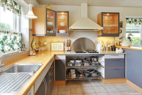 Красивая и удобная угловая кухня