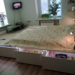 Красивая кровать-подиум с подсветкой