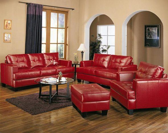 Красная мягкая кожаная мебель