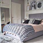 Кровать с мягким изголовьем с необычным покрывалом