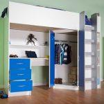 Кровать с угловым шкафом и выдвижными ящиками