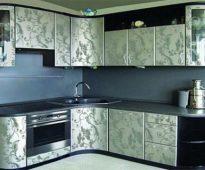 Кухонный гарнитур, оклеенный самоклеющейся пленкой