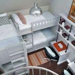 Небольшая детская комната для нескольких детей
