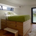 Оригинальная кровать-подиум, изготовленная своими руками