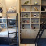 Оригинальная кровать со спортивными принадлежностями