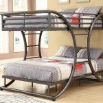 Отличный вариант двухъярусной кровати для молодых людей