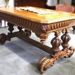 Пример деревянного резного стола в стиле ренессанс