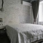 Простая спальня в стиле лофт