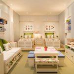 Расстановка кроватей в два ряда в комнате для трех девочек