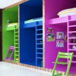 Разделение детских кроватей и места для игр с помощью цвета