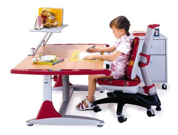 Регулируемый стол и стул