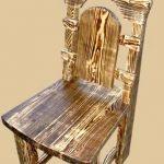 Резной стул с необычным окрашиванием