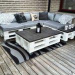 Шикарный угловой диван и журнальный столик из поддонов
