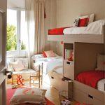 Шкаф-кровать для троих детей и зона отдыха у окна