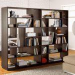 Шкаф-перегородка для книг для разделения спальни и гостиной