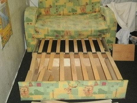 Сломанный каркас детского дивана