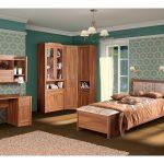 Спальный гарнитур из дерева для подростковой спальни