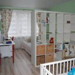 Стеллаж-перегородка для однокомнатной квартиры