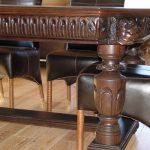 Стол из дерева с резными ножками