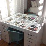 Столик для макияжа с гримерным зеркалом