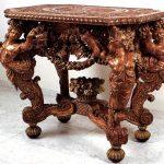 Столик из дуба с необычной скульптурной резьбой