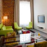 Зеленая мягкая мебель в интерьере как яркий акцент