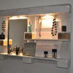 Зеркало с подсветкой и полочками для женских украшений
