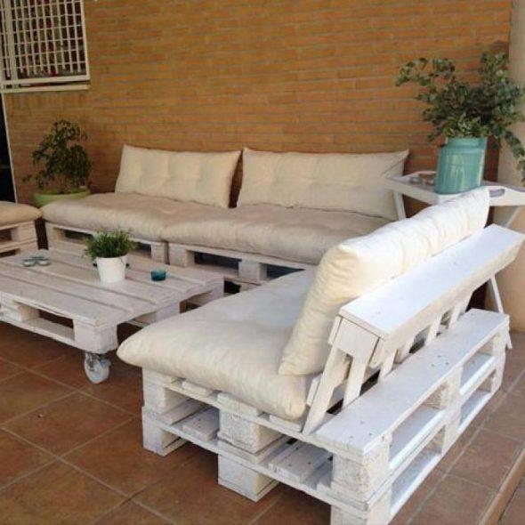 Белый диван из поддонов