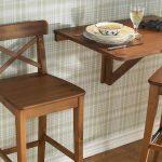 Деревянный стол и стулья для кухни
