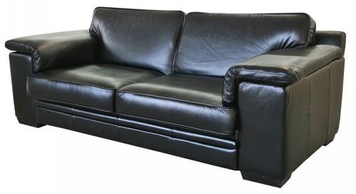 Добротный кожаный диван