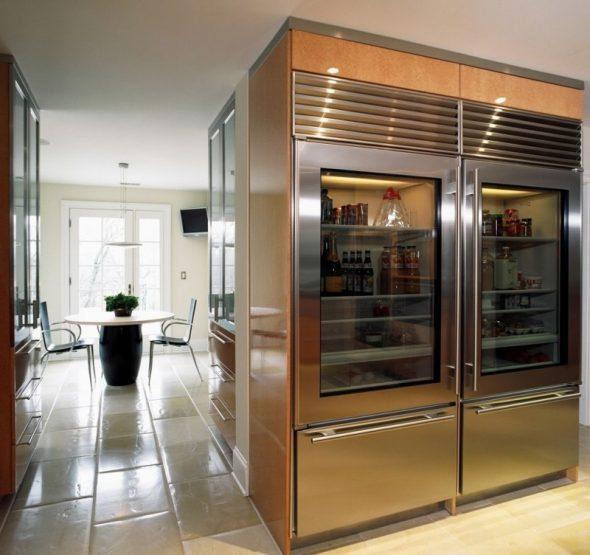 Два больших холодильника