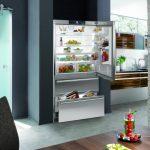 Дверь шкафа при желании можно объединить с дверью холодильника