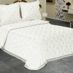 Изысканное белое жаккардовое покрывало на кровать