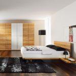 Классический вариант спальни с парящей кроватью