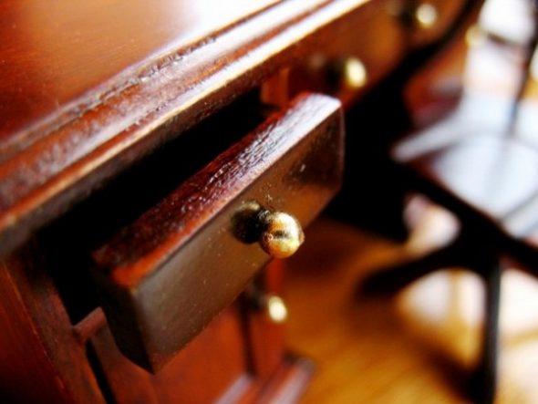 Полированный стол