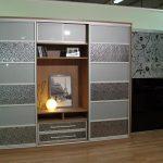 Красивый шкаф с орнаментами