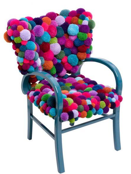 Мягкое сиденье из помпонов
