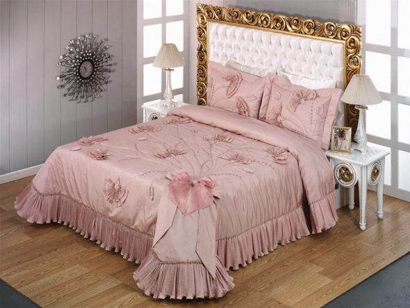 Нежное розовое покрывало
