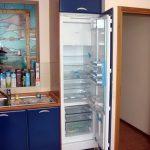 Обычный холодильник в шкафу
