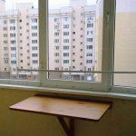 Откидной вариант стола для лоджии