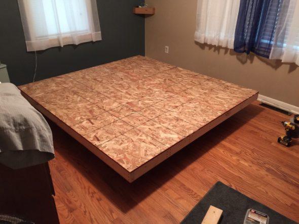 Парящая кровать на каркасе