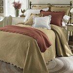 Покрывало и подушками с кантом - волна