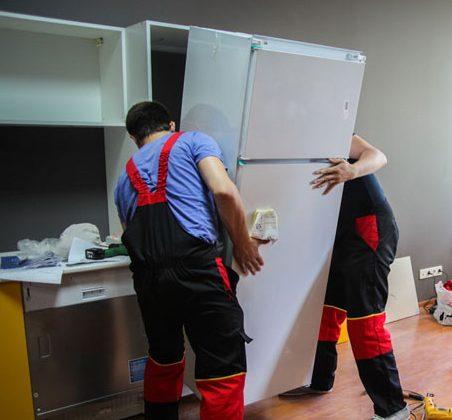 Помещаем холодильник в шкаф