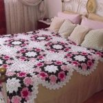 shikarnoe-odeyalo-kryuchkom-cvety