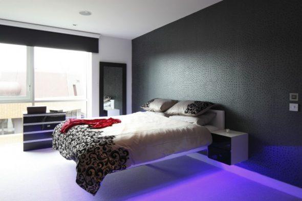 Тёмные обои и парящая кровать