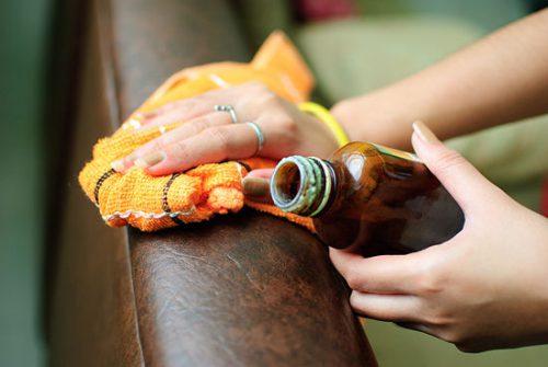 Убрать пятно от ручки с дивана