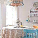 Украшаем интерьер кухни в классическом или «деревенском» стиле с помощью сервиза на стене